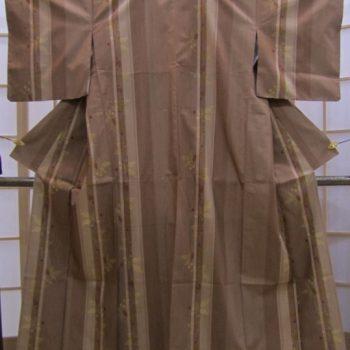 【お買得品2万円以下】紬 渋紙色濃淡縞に植物模様や蚊絣
