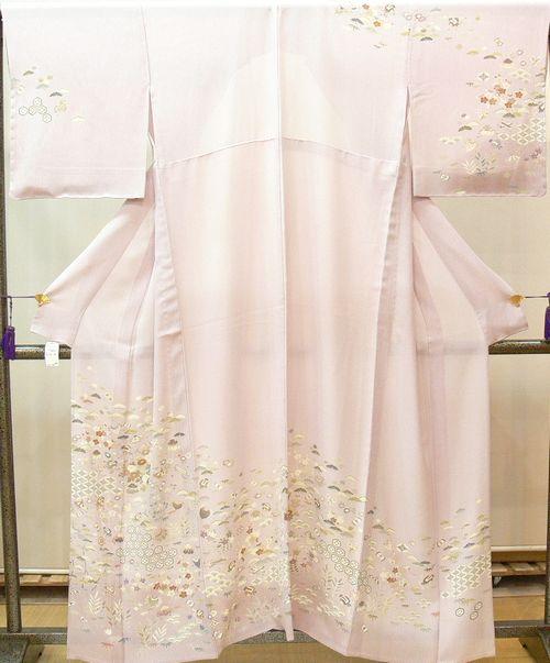 訪問着 夏物 縦絽 薄桜色 松竹梅、七宝、宝などの吉祥紋様 仕立上がり