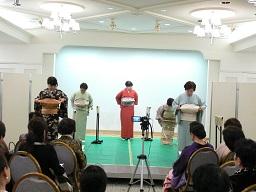 二級受講者、一級受講者、一級講師による帯結びの実演