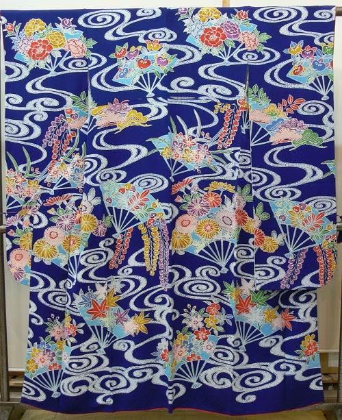 振袖 鹿の子の波紋に扇の藤、菊、橘など(紺色 縮緬)(A4382F)