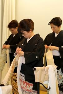 黒留袖の着方と帯結びの実演